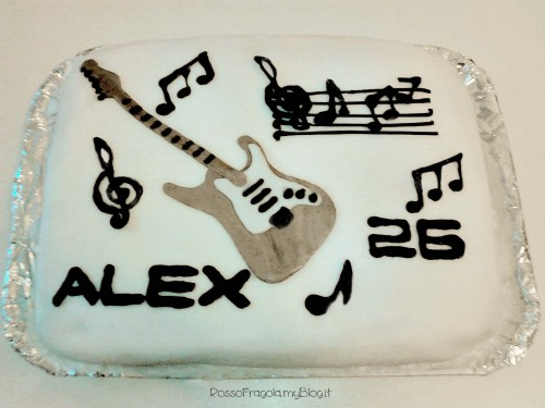 cake design,torte decorate,torte decori musicali,cucina,ricette,rosso fragola,dolci,dessert,pasta di zucchero,fender stratocaster,chitarre elettriche,musica,torta rock